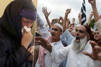 K�es�an se ��patn� zamiloval. Dav muslim� svl�kl jeho matku donaha a zbil ji