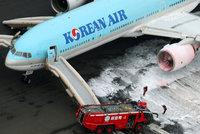 Stovky lid� v letadle ohrozily plameny. Boeingu 777 za�al ho�et motor