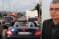 Pir�t silnic v kabriu blokoval sanitku: Razil jsem j� cestu, tvrd�