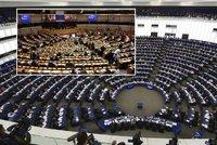Dvě sídla Evropského parlamentu? Vyhozené miliardy, čertí se čeští politici