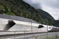 �v�ca�i otev�raj� nejdel�� tunel sv�ta. M��� 57 kilometr�, stav�li ho 17 let