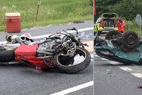 Hrozivá nehoda u Plzně: Řidička smetla motorkáře. Oba jsou mrtví