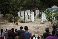 Přívalové deště bičují Indonésii: Záplavy, sesuvy půdy a 20 mrtvých!