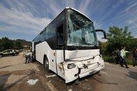 Srážka autobusu a auta na Semilsku: Šest zraněných