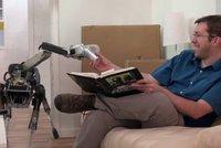 Pod�vejte se, jak robotick� pes od Googlu zakop�v� na slupce od ban�nu