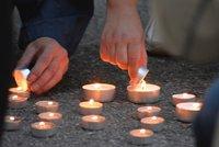 Kampu osv�tily stovky sv��ek: Praha si p�ipomn�la 66. v�ro�� od popravy Milady Hor�kov�