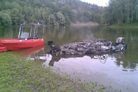 Rodina s dětmi si vyjela na přehradu Dalešice: Člun začal hořet a pak vybuchl