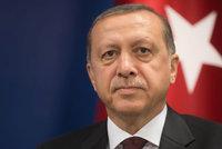 Erdogan chce b�t �shov�vav�: Stahuje �aloby podan� kv�li ur�k�m jeho osoby