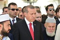 Erdogan: Může dojít ke změnám v ústavě i prodloužení výjimečného stavu