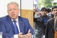 Chovanec pustil do Česka jen 12 migrantů. Další se moc hemží, čeká pokutu