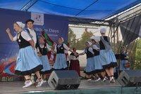Lidovky z cel�ho sv�ta: P�ed Rudolfinem odstartovaly Pra�sk� folklorn� dny