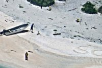 SOS! Man�ele na�li po t�dnu p�tr�n� na neobydlen�m tichomo�sk�m ostrov�