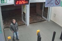 Pokus o zn�siln�n� v metru: �to�n�k ob� pron�sledoval, pak se po n� s�pal. Pozn�te ho?