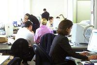Na jaké židli sedíte v práci? Dlouhé sezení vám zavaří se zády, uspíší i smrt
