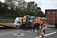 Na D1 se srazil náklaďák s autem, které řídil vozíčkář: Zemřela mladá žena