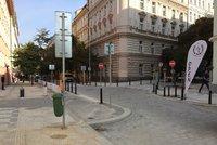 Belgick� ulice na Vinohradech zkr�sn�la. Zat�m sem mohou jen chodci