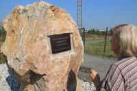 400 tis�c poh�ben�ch: St�edov�k� poh�ebi�t� u Lahovic pozn�te podle sedmitunov�ho pomn�ku