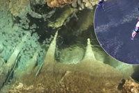 Hranick� propast je nejhlub�� zatopenou jeskyn� sv�ta. Je hlubok� 404 metr�