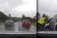 Dramatická honička v Třinci: Policie postavila přes silnici kamion