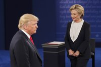 Trumpov�m voli��m osah�v�n� �en nevad�. Miliard�� boduje a doh�n� Clintonovou