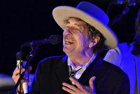 Dylanovi je z�ejm� Nobelovka ��um�k�. Arogantn� a nezdvo�il�, zlob� se akademik