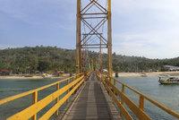 V Indonésii se zřítil most, zemřelo nejméně osm lidí