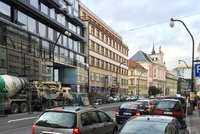 V Praze kolabuje doprava: Na vině je počasí a svátky, lidé vše řeší na poslední chvíli