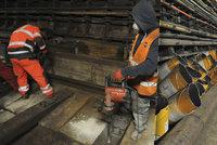 Co se d�je v tunelech b�hem v�luky metra? Dopravn� podnik odhalil sv� �troby