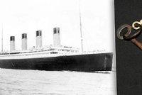 Rezav� kl��ek z Titanicu se prodal za 2,6 milionu. Pat�il utonul�mu stevardovi