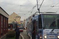 Tramvaje v Libni musí jezdit jinudy: Odstranění závady se protáhne