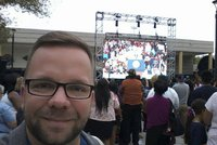 Report�r Blesku s Obamou ve Vegas: Lidem sebrali de�tn�ky i selfie ty�e