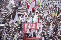 Desetitisíce radikálních muslimů v ulicích: Chtějí hlavu křesťanského guvernéra
