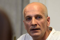Svoji družku rdousil a pak vyhodil z okna: Soud mu definitivně potvrdil 16 let ve vězení