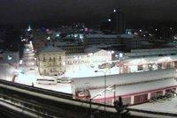 Kolaps dopravy na Liberecku. Sníh uvěznil i kamiony mířící do Polska