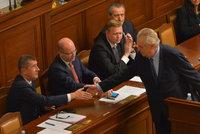 """Zeman vmetl Sobotkovi """"nechutné tanečky"""". Babiš připustil konec ve vládě"""