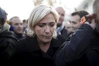 Le Penová ukázala, jak ISIS řeže Američanovi hlavu. Brusel ji zbavil imunity