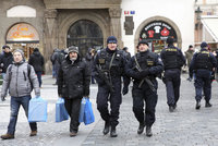 Do ulic Prahy míří stovky policistů: Hlídají trhy, hlavní tahy, obchody i památky
