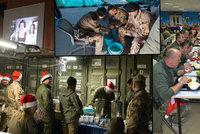 Armádní Vánoce na misích: Vojáci sledovali pohádky a smažili řízky