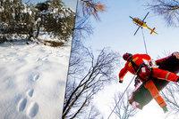 Žena na Šumpersku spadla z vysokého srázu, hasiči ji našli jen díky stopám ve sněhu