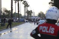 Výbuch v Turecku si vyžádal dva mrtvé. U soudu v Izmiru explodovalo auto