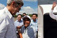 John Kerry se v deltě Mekongu setkal s bývalým nepřítelem z války ve Vietnamu
