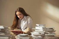 Desetina Britů nemá doma ani jednu knihu. Češi jsou naopak národ čtenářů