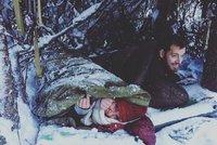 Hodlá umrznout? Svobodová nocuje v mrazech hluboko v lese!
