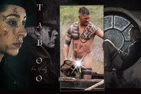 Taboo: Seriál syrový jako flák masa a Tom Hardy v rouše Adamově