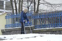 Petra Paroubková je o berlích: Na lyžích si utrhla kolenní vaz