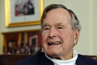 Exprezident Bush skončil v nemocnici. Kvůli dýchacím potížím