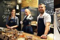Čokoláda za 5 korun přilákala Pražany: V Karlíně zahání zimu mlsáním