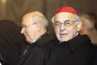 Kardinál Vlk s rakovinou našel azyl na faře v Karlíně. U sestry Magdy