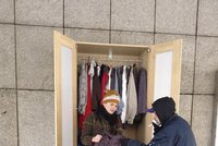 Bezdomovci Karlovi (59) byla zima: Teplé oblečení sehnal ve skříni u Národního divadla