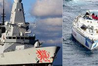 Bouře na moři zlomila stěžeň jachty: 14 mořeplavců zachraňovalo námořnictvo